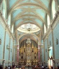 The altar of El señor de Escapulitas Catholic Church in Moroleón