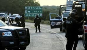 Los estados are the state police in México and are always armed.
