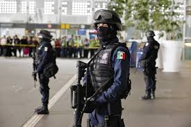 Los federales are national guard in México and are always armed.
