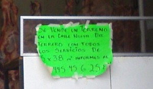 This sign at the carniceria butchers) says that there is a lot for sale with all of the servicios paid.