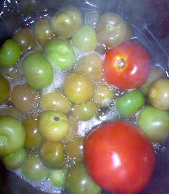 Boiled tomatillas and tomatoes.