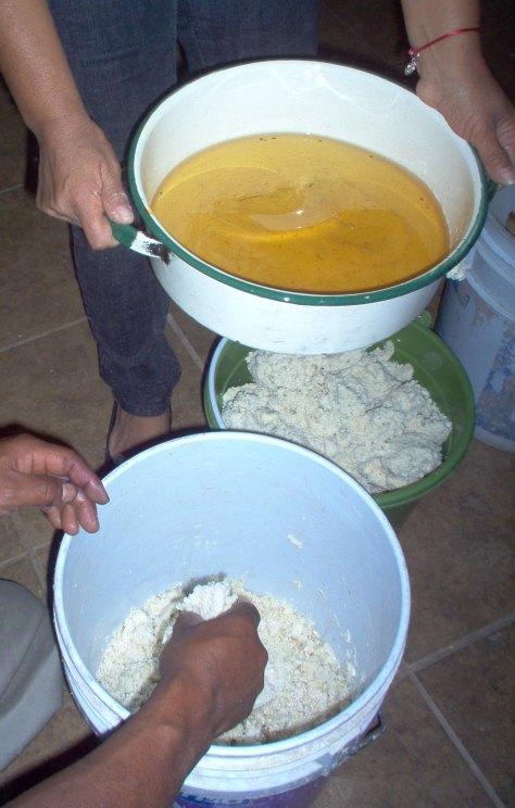 Adding manteca.